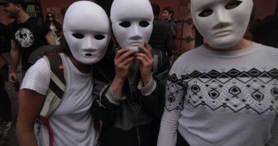 Attaccare i padroni di merda. Incontro con le maschere bianche di Bologna alla Biblioteca Popolare di San Concordio