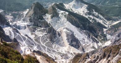 La devastazione delle Alpi Apuane, un disastro ecologico da fermare
